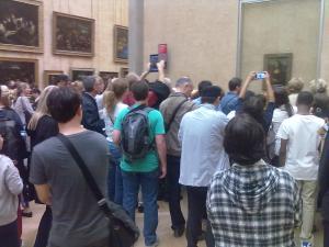 'Quadro de gente tirando fotos do quadro de Monalisa (Louvre, julho 2012)
