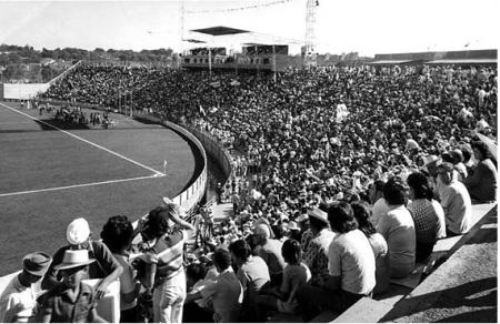 Inauguração do Uberabão, em 1972. Foto de J. Schroden. Arquivo Público de Ueberaba (http://alternativaculturalevirtual.blogspot.com.br/2011/02/historia-de-uberaba-uberabao.html)