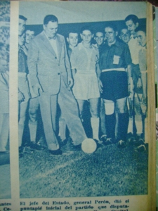 Perón dá o pontapé inicial do torneio.