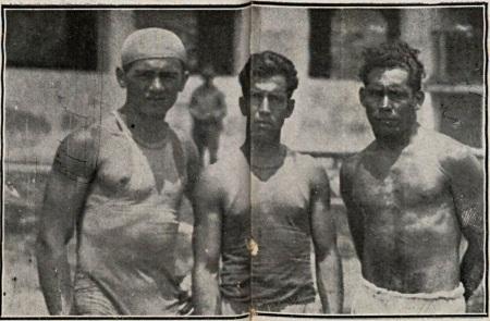"""""""Atletas"""" do 3 Regimento de Infantaria que remaram a baleeira usada na operação de resgaste do avião Morane Saulnier 137. Fonte: O Malho, Rio de Janeiro, 10 nov. 1928, n. 1365, p. 36."""