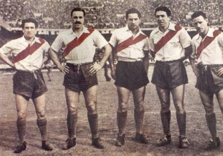 Linha de frente da equipe do River Plate na década de 1940, conhecida como La Maquina. Da direita para esquerda: Muñoz, Moreno, Pedernera, Labruna e Lostau. Fonte: http://blogs.lance.com.br/maurobeting/2014/10/10/maquina-do-river-plate/