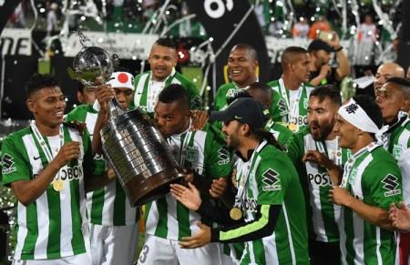 Atletas do Nacional de Medellín comemoram a conquista da Copa Libertadores da América 2016. Fonte: www.conmebol.com
