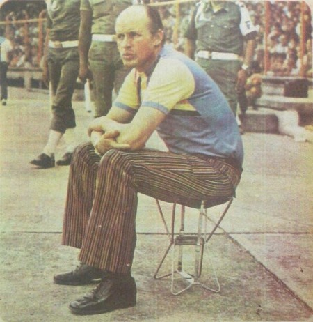 Gabriel Ochoa Uribe: treinador do América de Cali pentacampeão nacional nos anos 1980.   Fonte: https://twitter.com/americadecali/status/403354985045299200