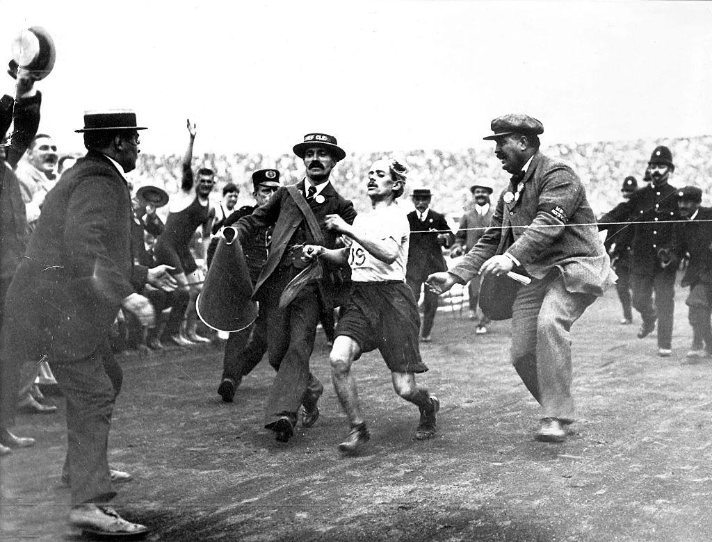 chegada-de-dorando-pietro-1908